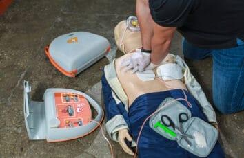 Defibrylatory AED. Czym się różnią między sobą?