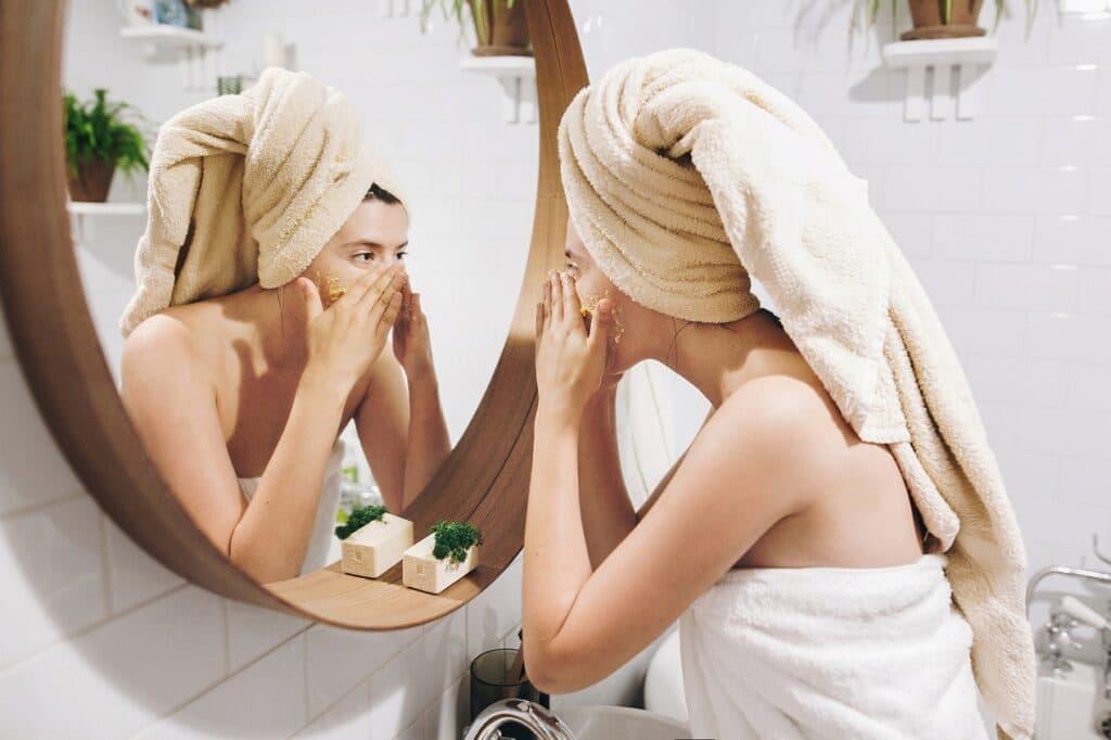 Jak dbać o cerę trądzikową?
